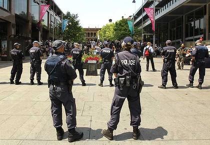Greens condemn predawn riot police raid on Occupy Sydney